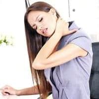 Si ta shmangni dhimbjen e shpinës në zyrë?