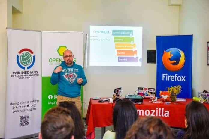 Elvis Plaku duke prezantuar ne Mozilla Tech Speakers